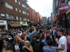 La fête continue dans les rues de Soho