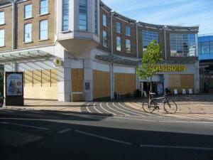 Un supermarché barricadé