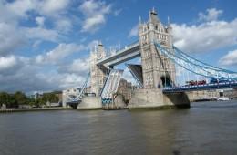 Quelle chance de tomber sur le Tower Bridge ouvert, Londres, Septembre 2011