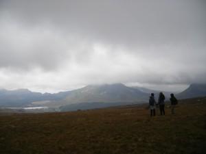 Les filles découvrant le payse du Snowdonia Park