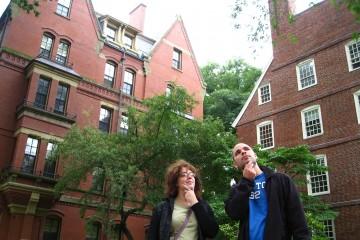 Sur le campus de Harvard avec mon ami Adrian