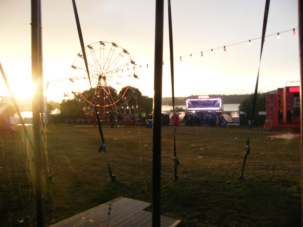 La pluie a chassé les festivaliers pour quelques instants