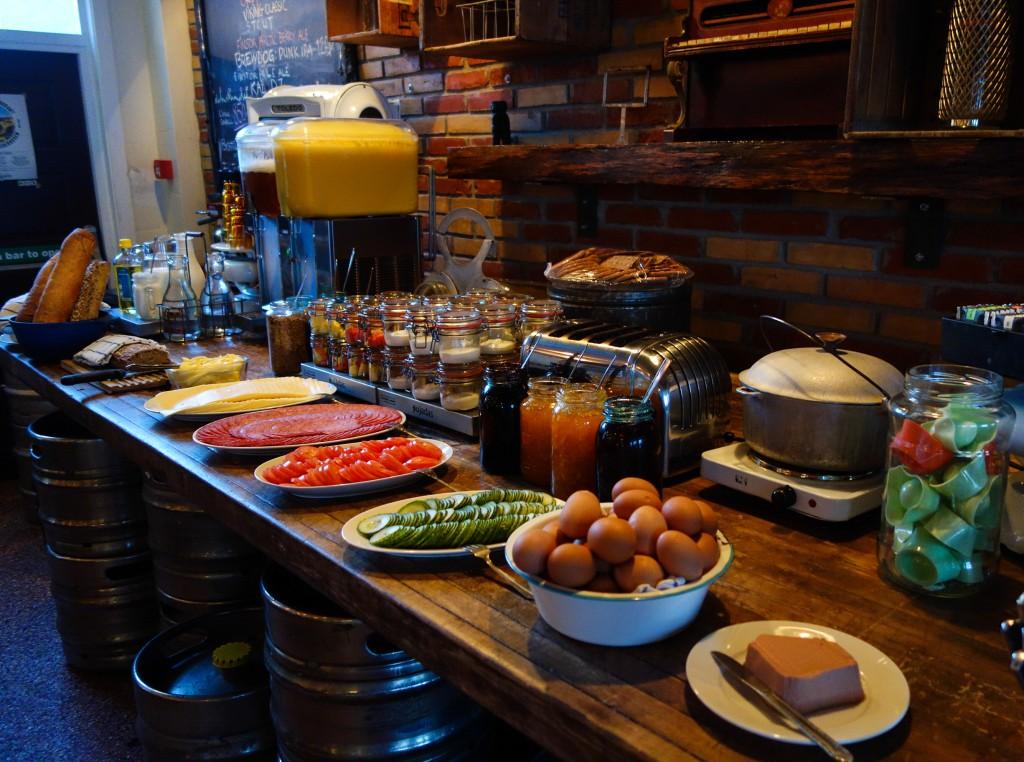 Petit-déjeuner au Kex Hostel
