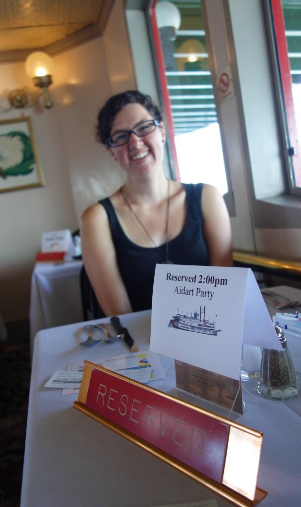 Sarah à table