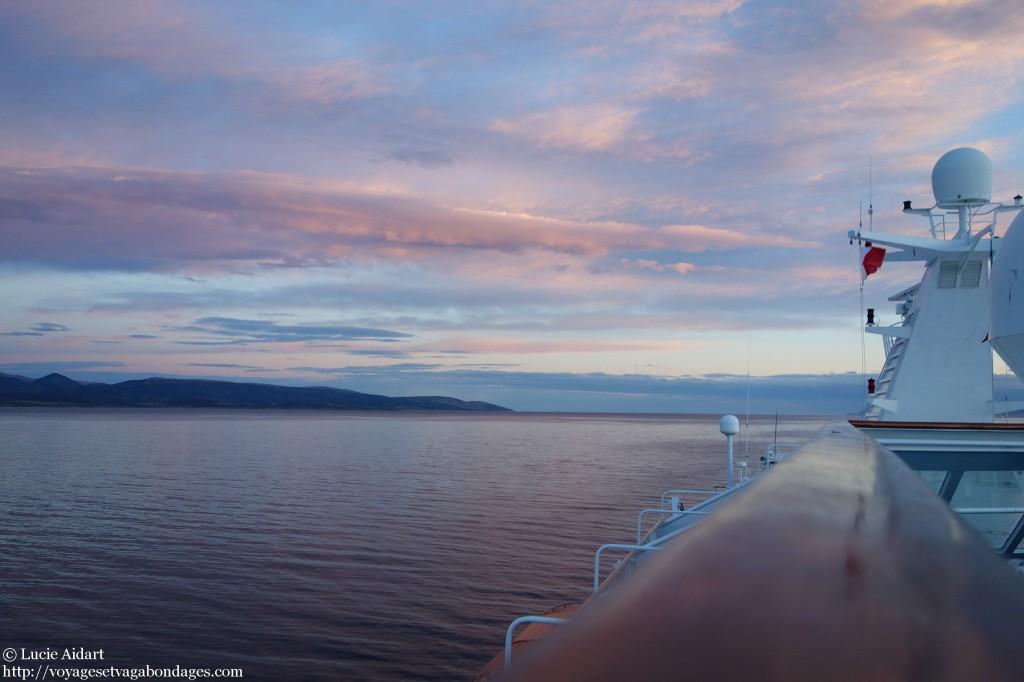 Coucher de soleil sur le Canal de Beagle, au début de la croisière pour l'Antarctique