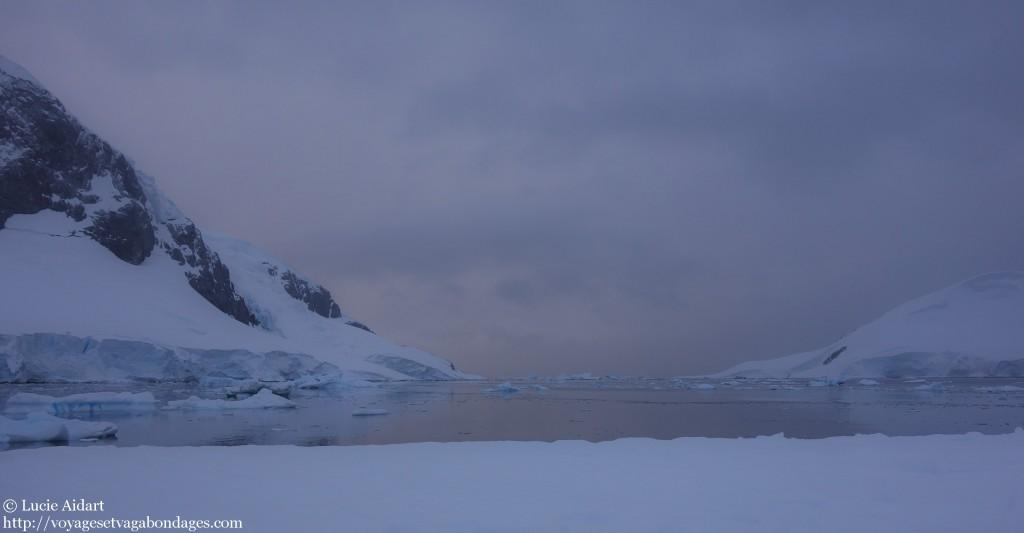 Lever de soleil sur l'Antarctique depuis mon sac de couchage - Faire du camping en Antarctique