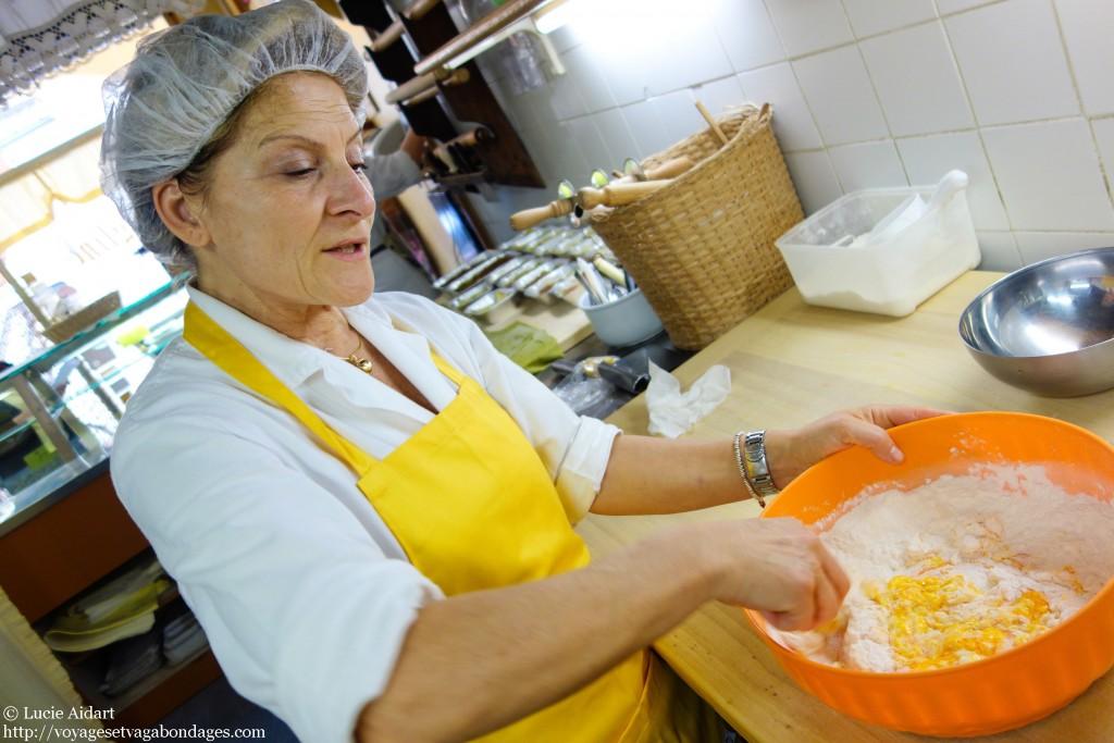 Daniela prépare la pâte