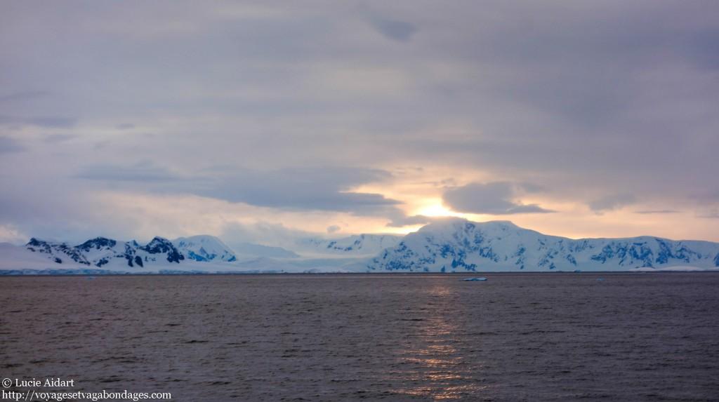 Coucher de soleil en Antarctique - Fêter Noël en Antarctique - Une ambiance de fin du monde
