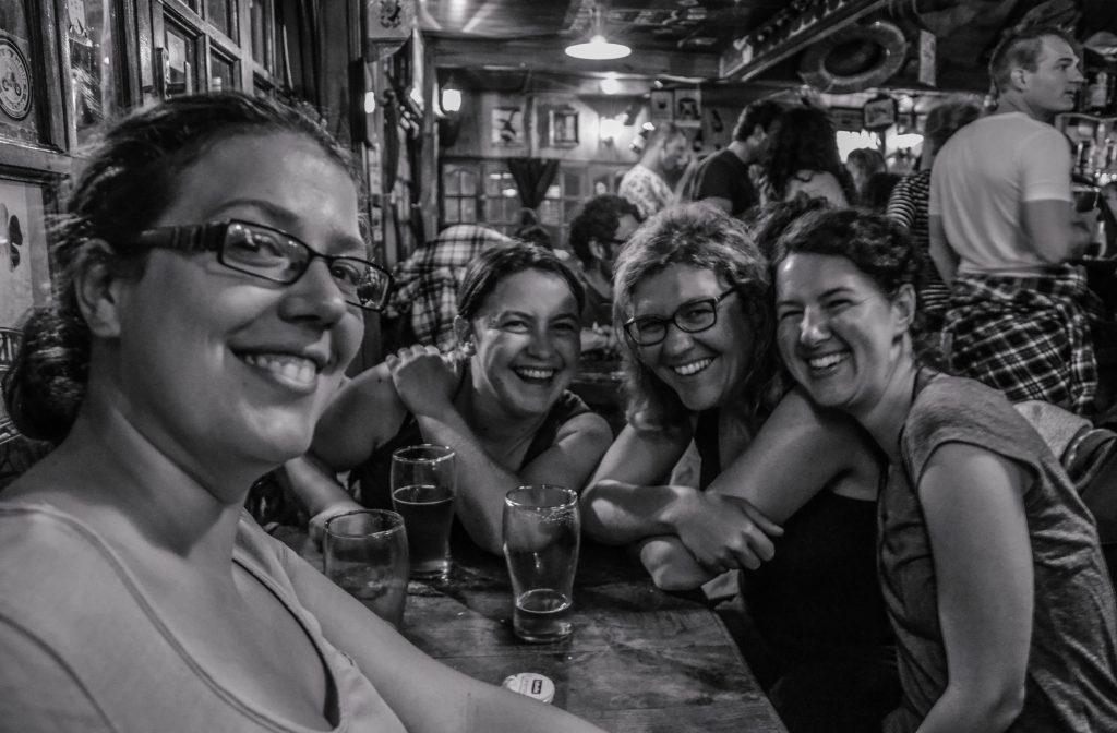 Entre amis au Pub du bout du monde le Dublin à Ushuaia - Que faire à Ushuaïa? - Visiter Ushuaia, la ville du bout du monde, en Patagonie Argentine
