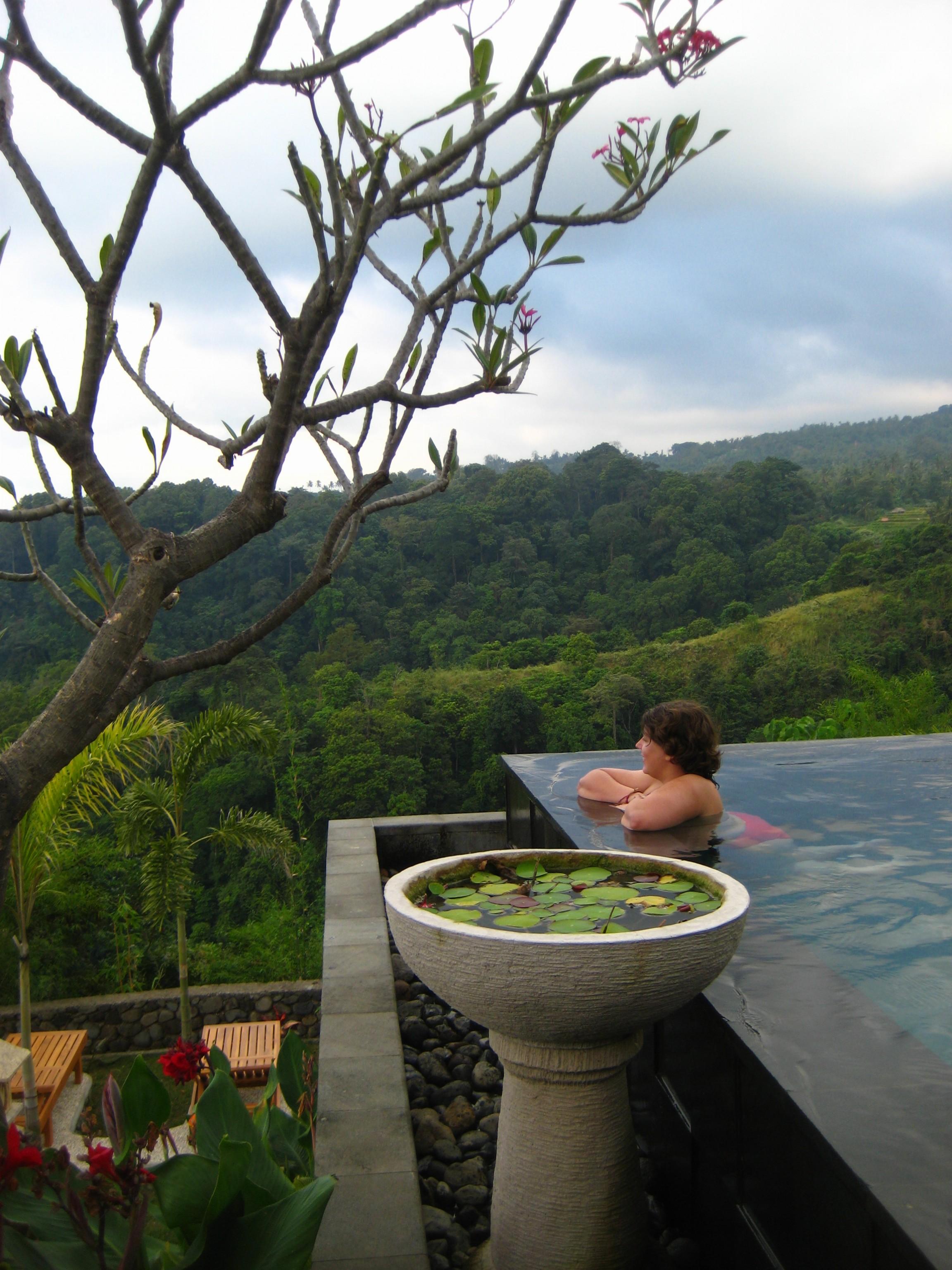 Piscine infinie en Indonésie