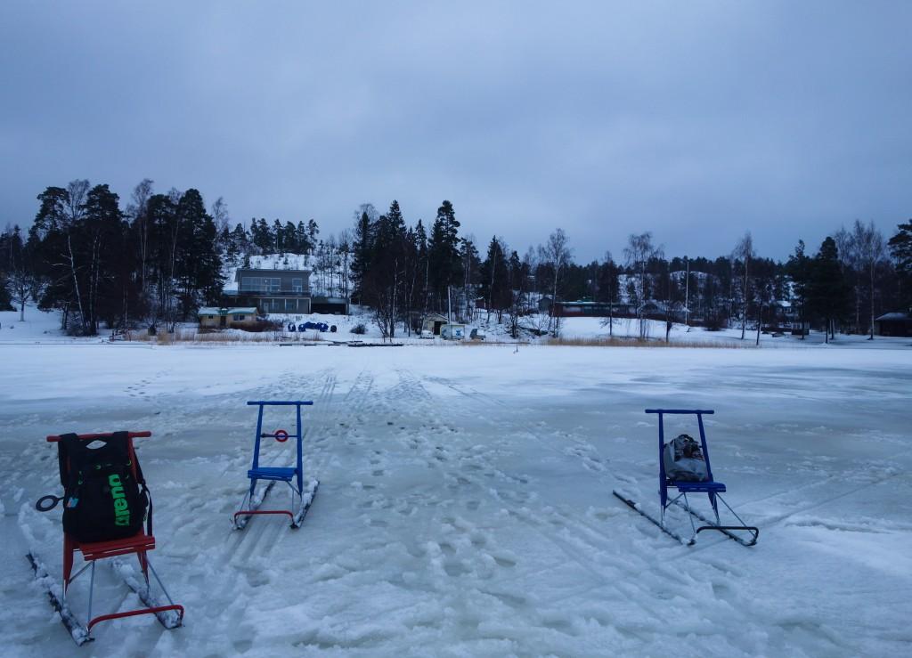 Le trou pour la pêche, motoneige finlande
