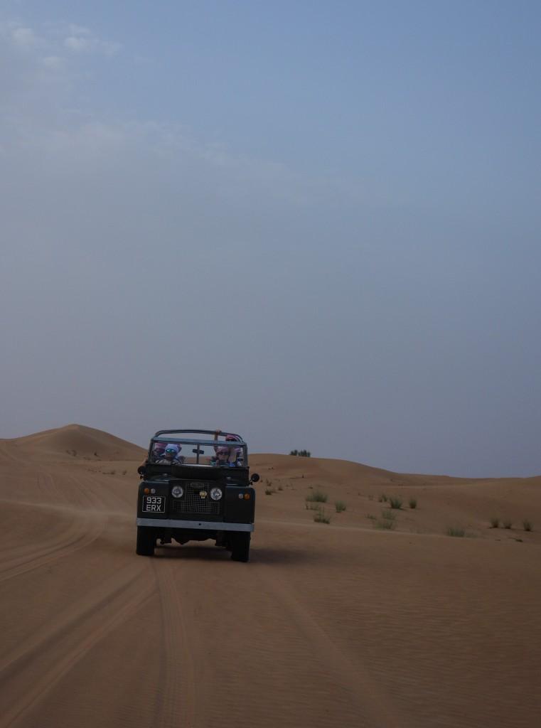 Land rover vintage, Excursion dans le désert à Dubaï