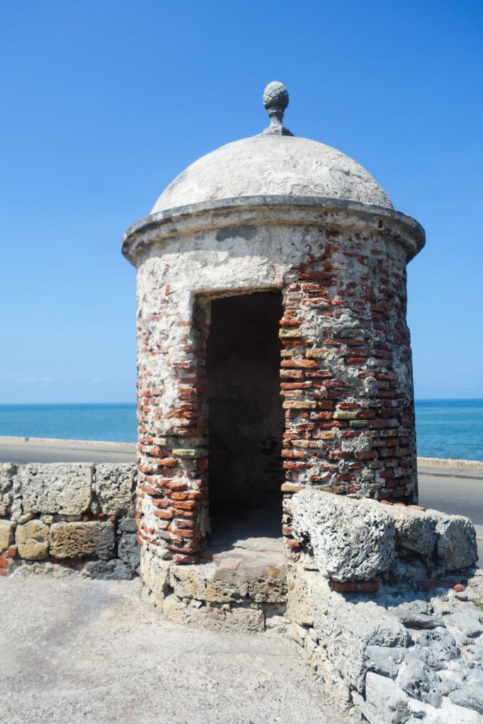 Sur les murs de la citadelle à Carthagène des Indes, voyage en Colombie