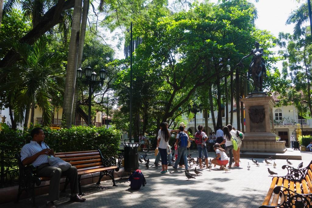 Carthagène des Indes, voyage en Colombie, une place ombragée dans le vieux centre de Cartagena