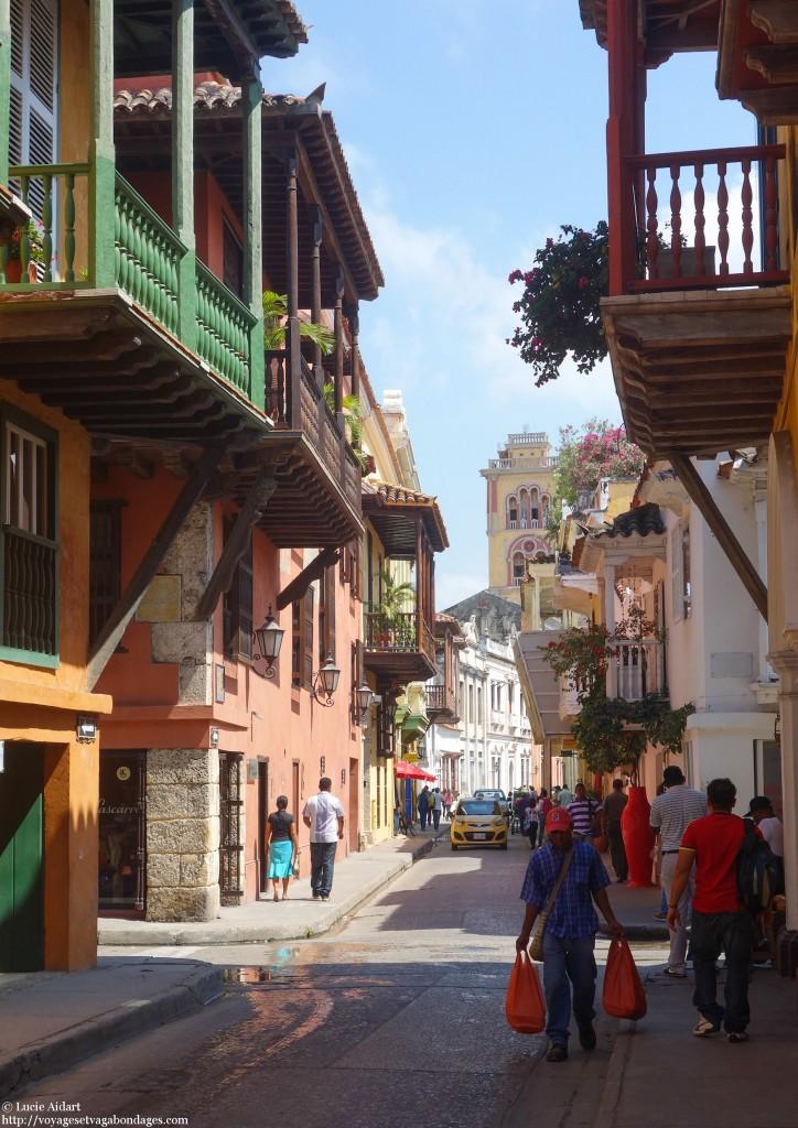 Rue colorée de Carthagène des Indes, voyage en Colombie
