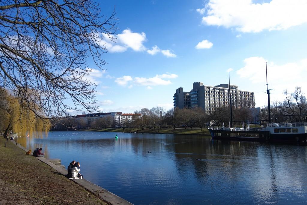 Promenade du dimanche le long du canal