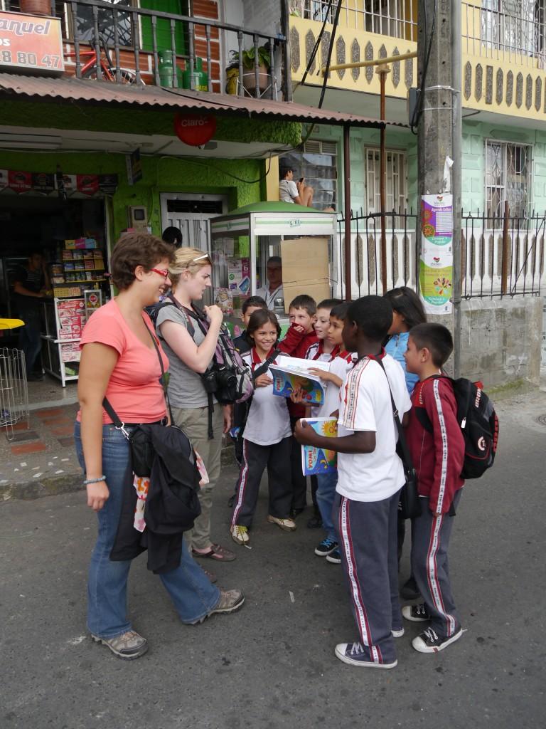 Parler avec les locaux, apprendre un langue en voyage
