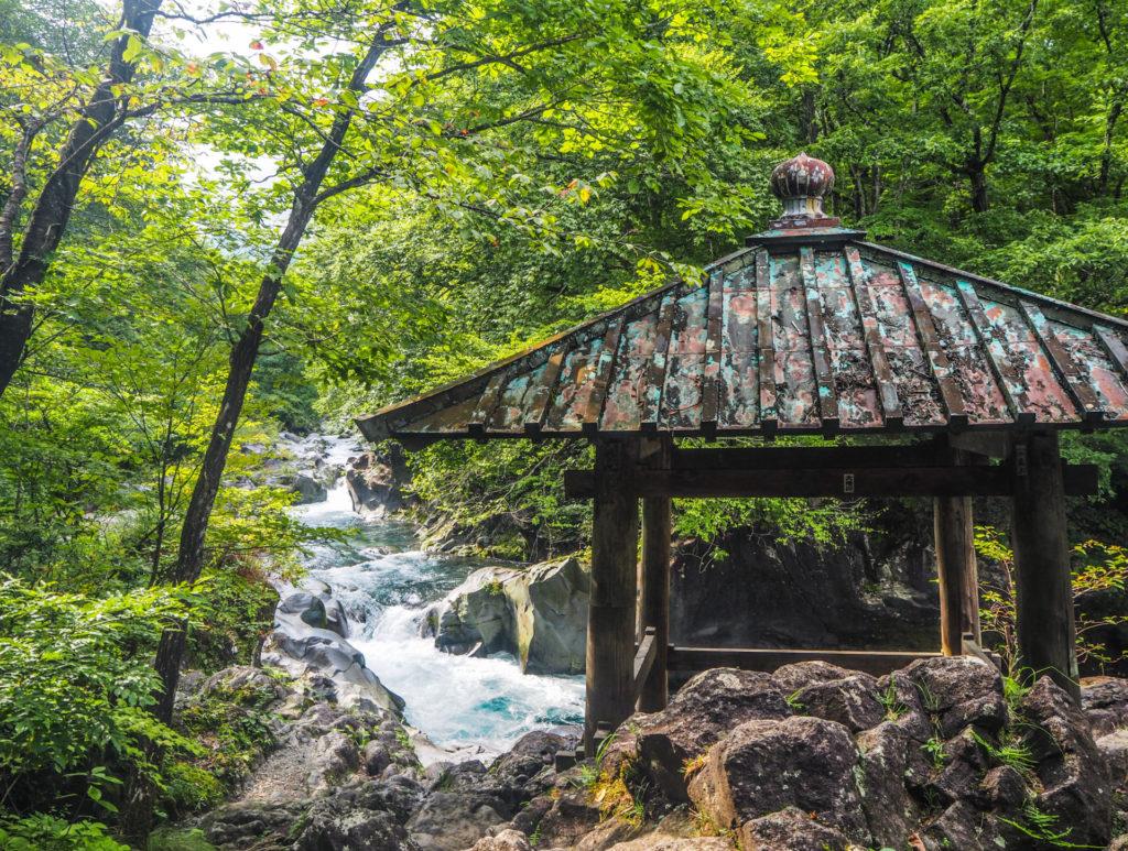 La couleur turquoise de Kanmangafuchi Abyss à Nikko
