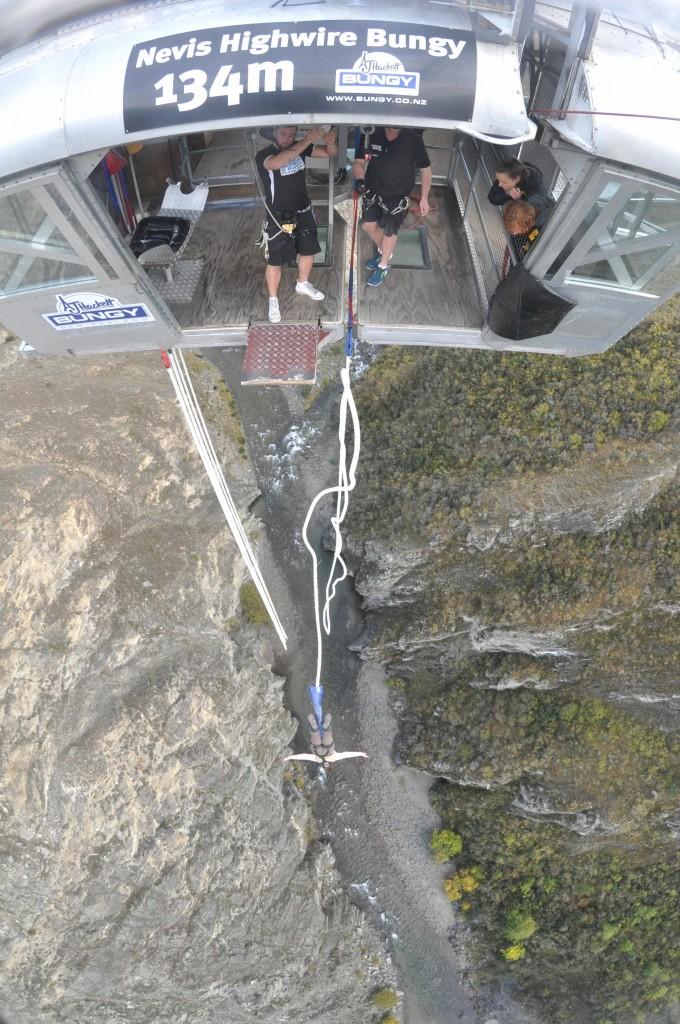 Saut à l'élastique le plus haut d'Océanie, le Nevis