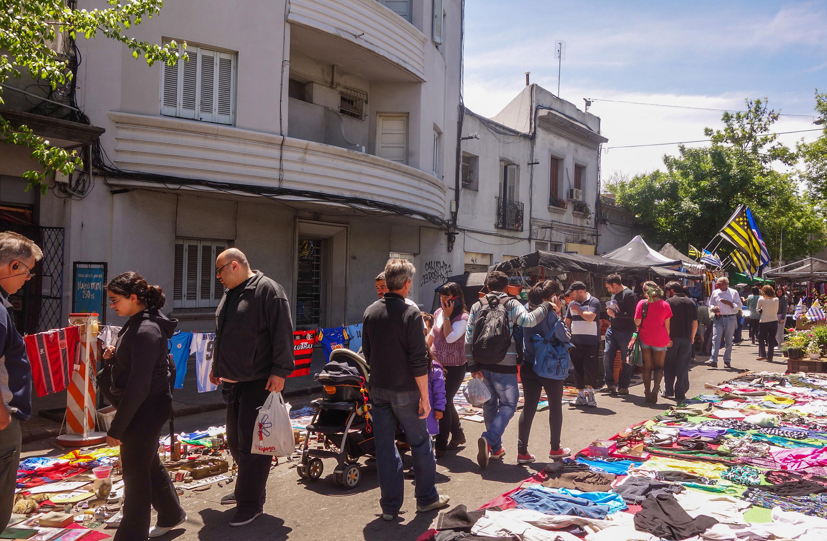 Marché Tristan Narvaja à Montevideo