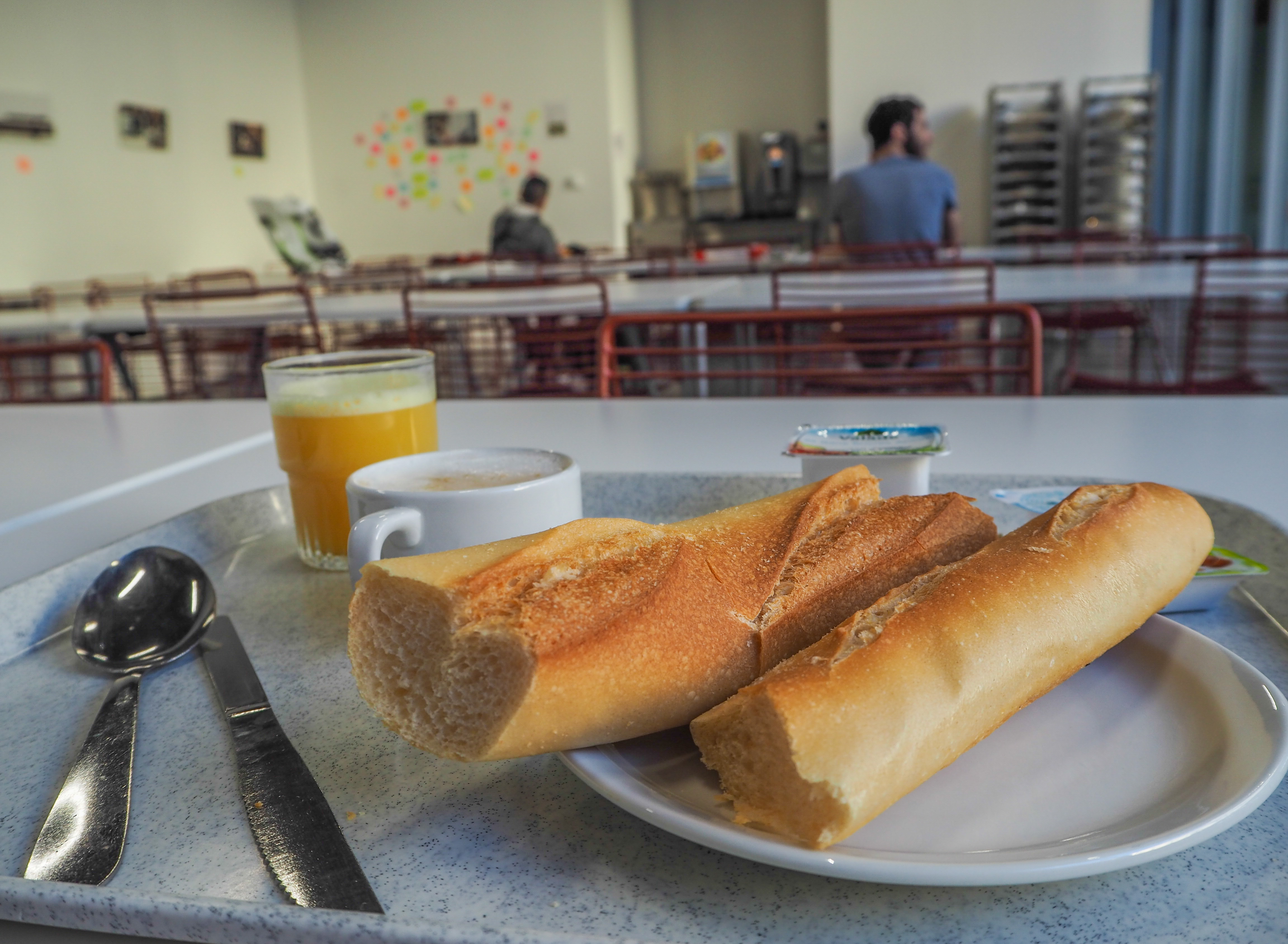 Petit-déjeuner à l'auberge de jeunesse HI Lille