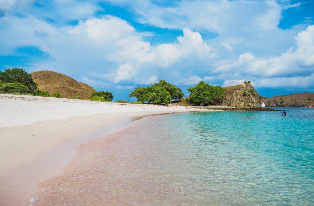 Découvrir la plage rose, Pink Beach à Komodo en Indonésie
