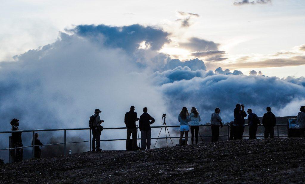 Lever de soleil sur le volcan Kelimutu sur l'île de Flores en Indonésie