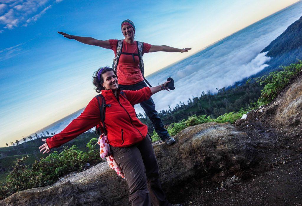 Lever du soleil sur le volcan Kawah Ijen