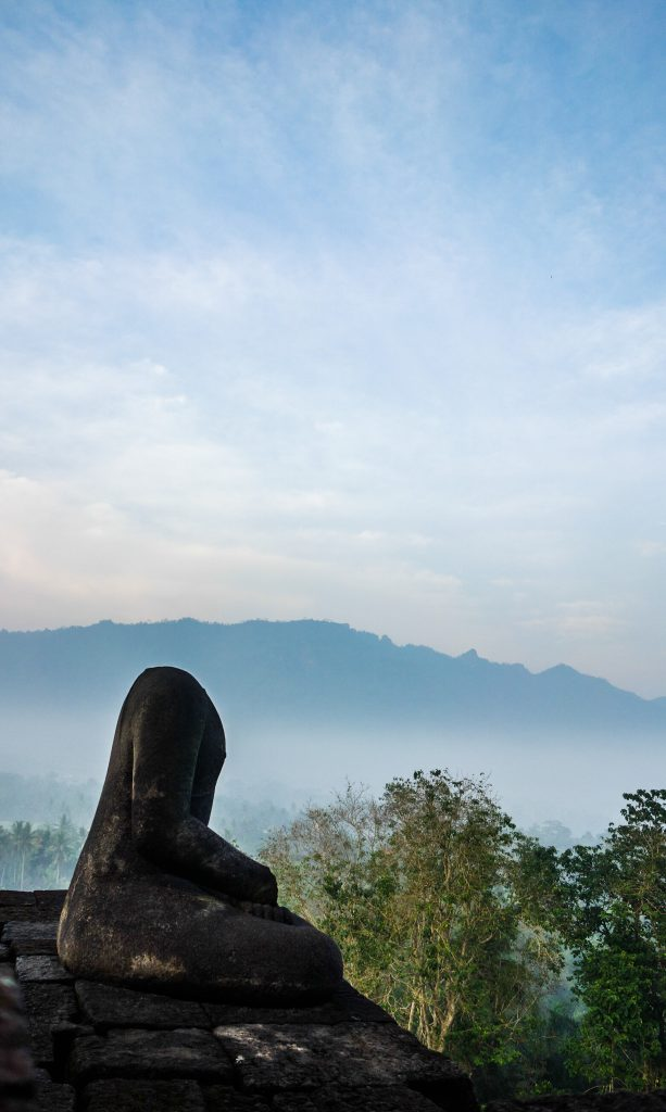 Voir le lever du soleil au temple de Borobudur à Java en Indonésie