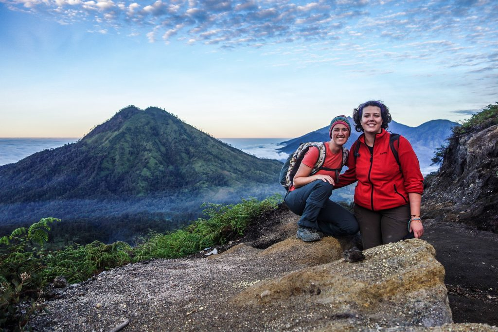 Lever du soleil sur le volcan Kawah Ijen sur l'île de Java en Indonésie