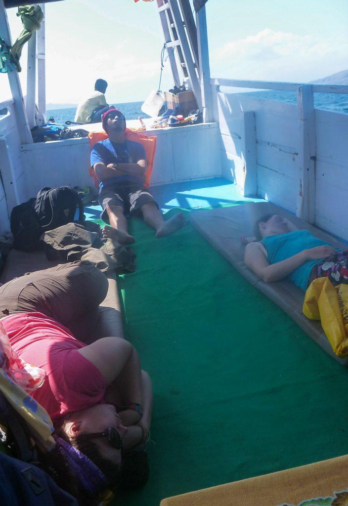 Vie quotidienne sur le bateau à Komodo