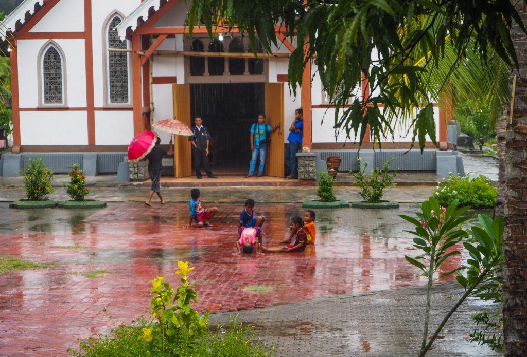 Voyager en Indonésie hors des sentiers battus: visiter le village de Sikka sur l'île de Flores, entre religion et traditions