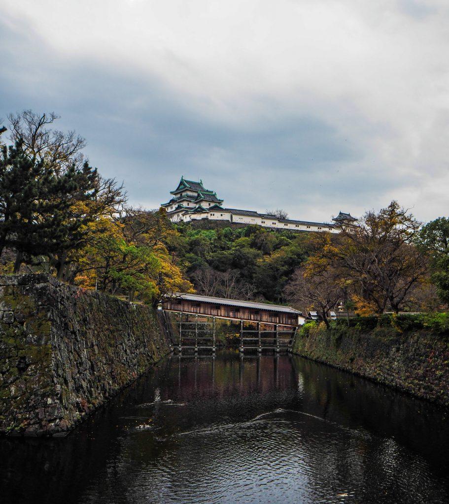 Le château de Wakayama, son pont et son parc