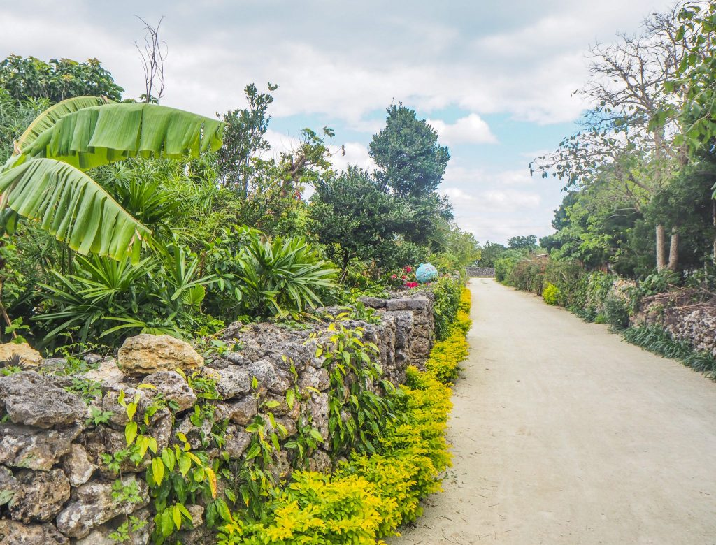 Taketomi, une île traditionnelle et paradisiaque, dans l'archipel de Yaeyama à Okinawa, Japon