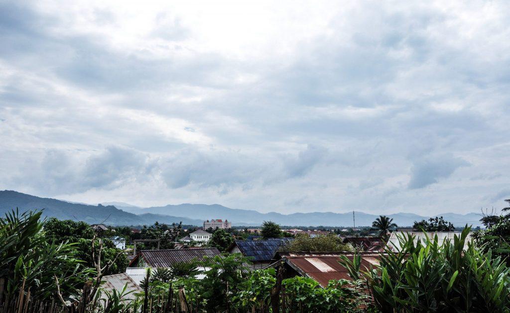 Luang Namtha au Laos - Passage de la frontière terrestre de la Chine au Laos, entre Xishuangbanna et Luang Namtha - Récit et retour d'expérience. Tour du monde - Bienvenue au Laos