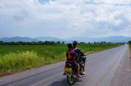 Scooter au Laos - Passage de la frontière terrestre de la Chine au Laos, entre Xishuangbanna et Luang Namtha - Récit et retour d'expérience. Tour du monde - Bienvenue au Laos