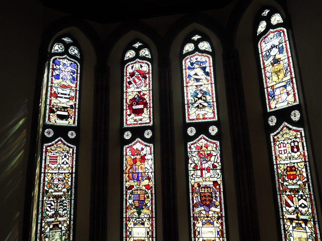 Vitraux originaux du Guildhall - Visite du Guldhall à Derry - Que faire et que visiter à Derry / Londonderry en Irlande du Nord? Guide pratique complet et conseils