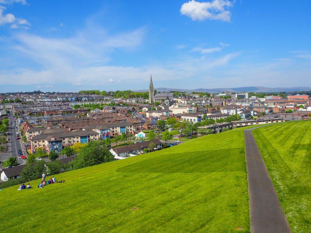 Vue sur le Bogside à Derry - Que faire et que visiter à Derry / Londonderry en Irlande du Nord?