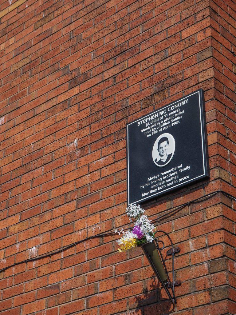 Plaque commémorative dans le Bogside - Free Derry - Que faire et que visiter à Derry / Londonderry en Irlande du Nord? Guide pratique complet et conseils