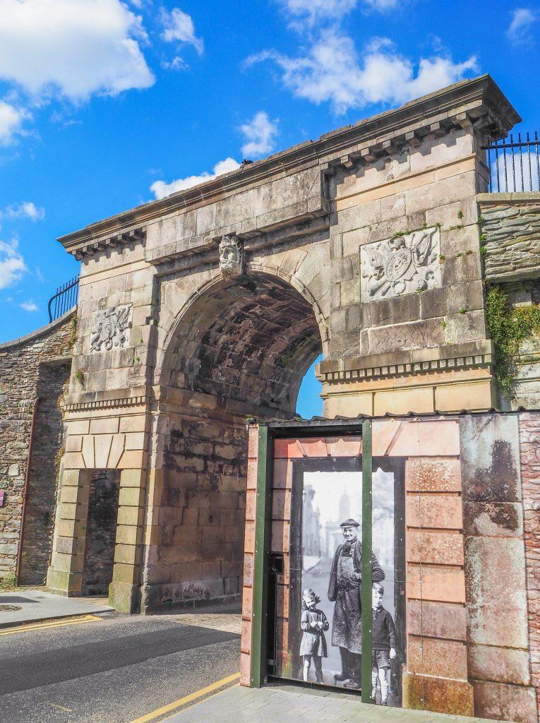 Mur fortifié de la ville de Derry - Que faire et que visiter à Derry / Londonderry en Irlande du Nord? Guide pratique complet et conseils