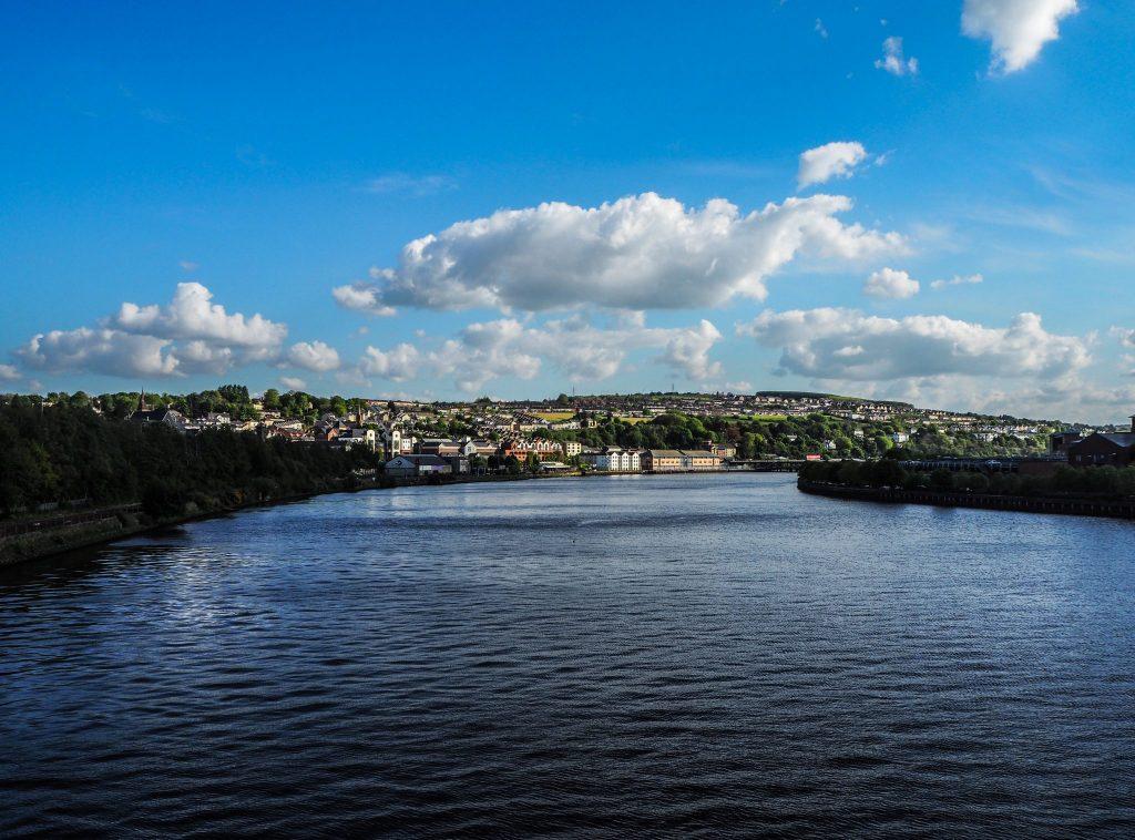 La rivière Foyle à Derry, ses canons historiques - Que faire et que visiter à Derry / Londonderry en Irlande du Nord? Guide pratique complet et conseils