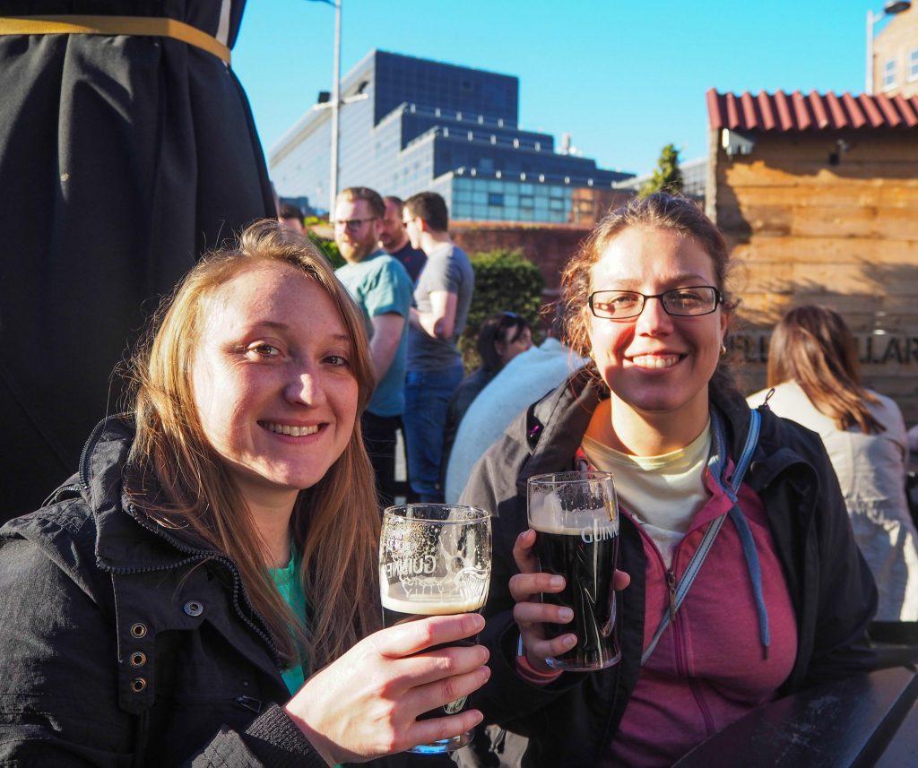 Boire une Guinness à Belfast- Un week-end à Belfast: conseils pratiques et bonnes adresses pour un week-end réussi de quelques jours en Irlande du Nord