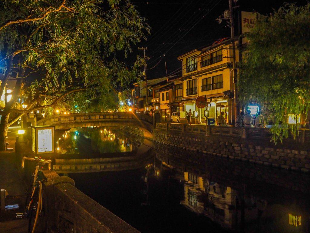 Kinosaki-onsen de nuit - Vivre l'expérience du ryokan et de l'onsen à Kinosaki : Nishimuraya Honkan