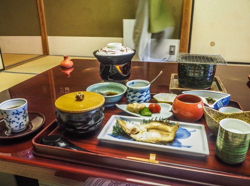 Gastronomie Kaiseiki au ryokan - Vivre l'expérience du ryokan et de l'onsen à Kinosaki : Nishimuraya Honkan