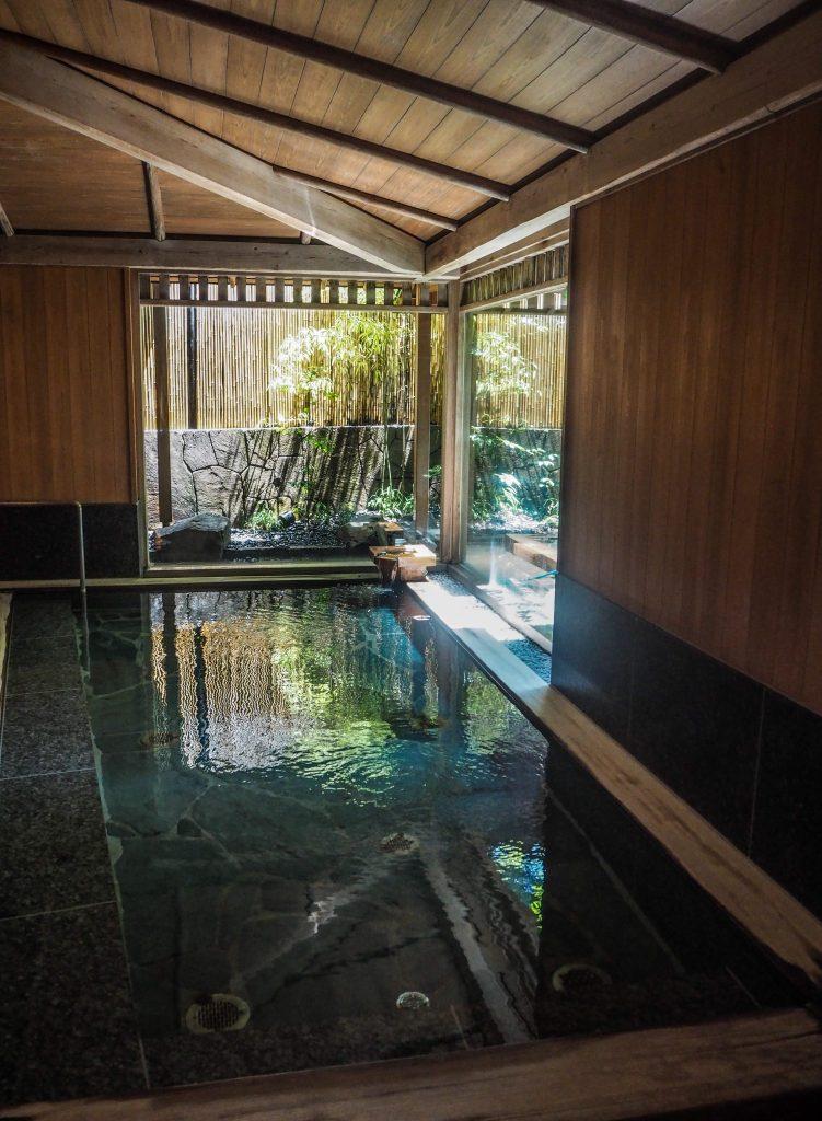 Onsen du ryokan Nishimuraya Hokan, à Kinosaki