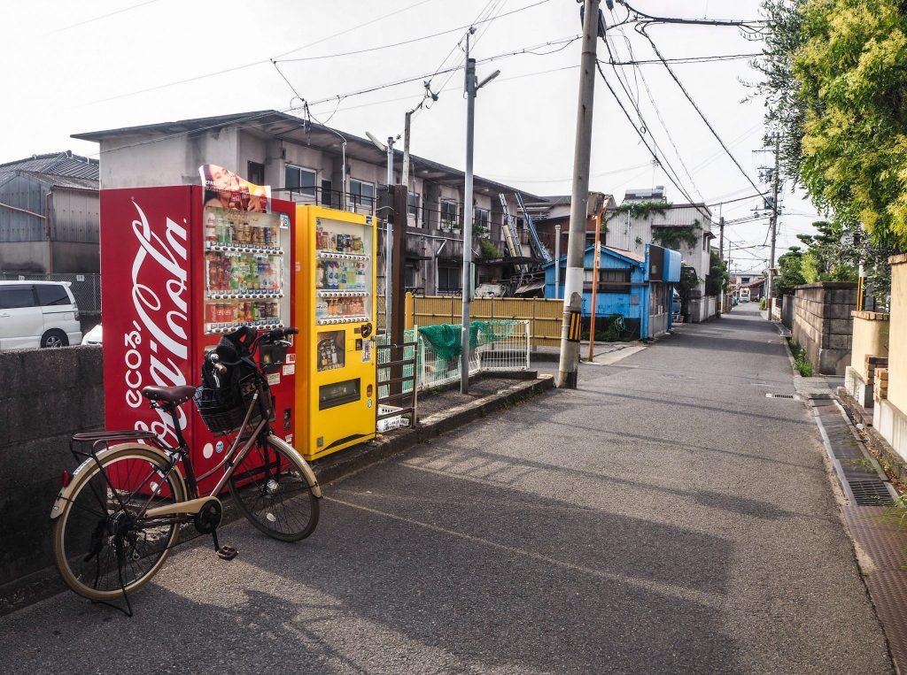 A vélo à la découverte de la ville de Wakayama lors d'un voyage authentique au Japon en mode slow travel