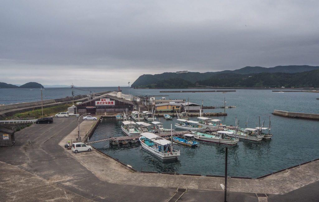 Vue sur le port depuis l'onsen Hiinanoyu - Dormir dans un ryokan à Wakayama, pour découvrir un Japon authentique en mode slow travel