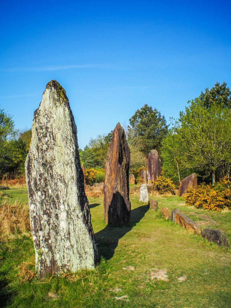 Les menhirs de Monteneuf - Visiter Brocéliande en Bretagne, une terre de légendes et d'histoire
