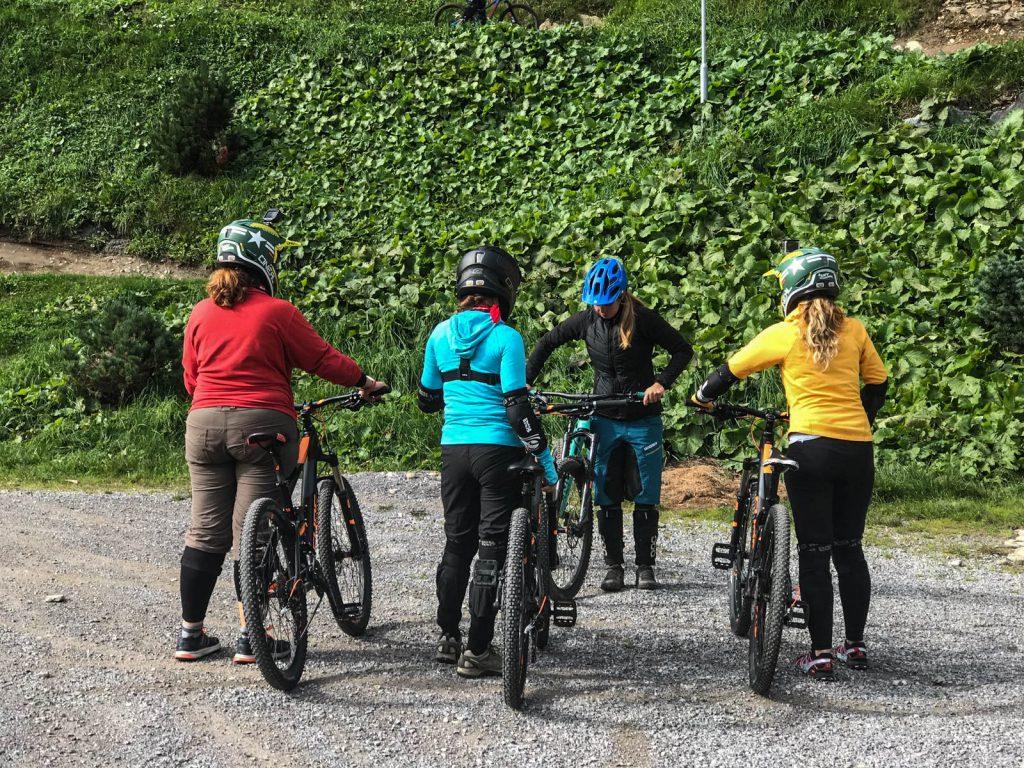 Faire du VTT de descente à la Bike republic de Sölden sur l'Ötztal Ache au parc Area47 - Un voyage en Autriche d'aventure et d'adrénaline: repousser et tester ses limites au tyrol