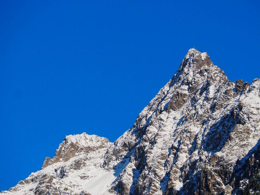 Sommets enneigés et ciel bleu à Ötztal - Un voyage en Autriche d'aventure et d'adrénaline: repousser et tester ses limites au tyrol